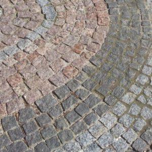 bruschatka granitnaya 11 300x300 - Гранитная галтованная брусчатка