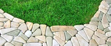 Дорожка вымощенная галтованным камнем