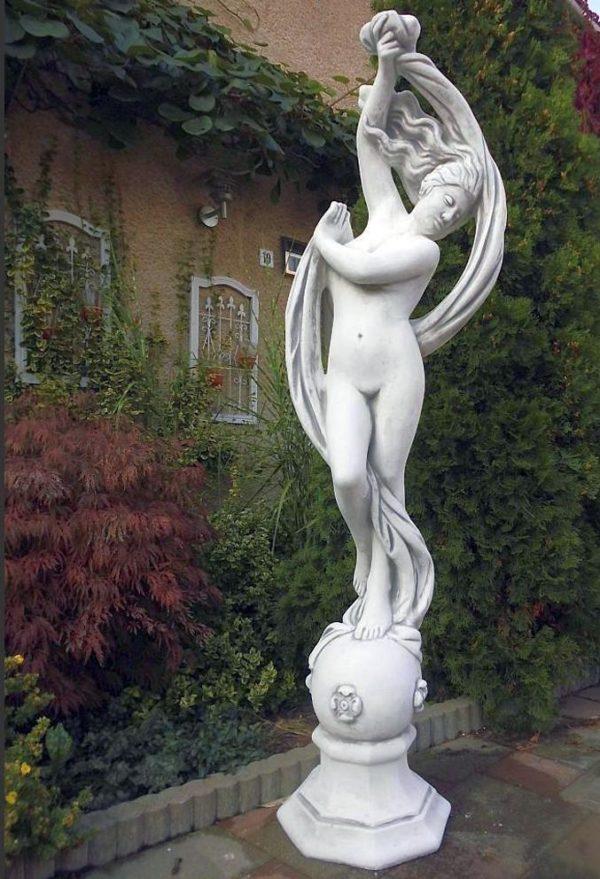 "Античная скульптура ""Девушка на шаре"""