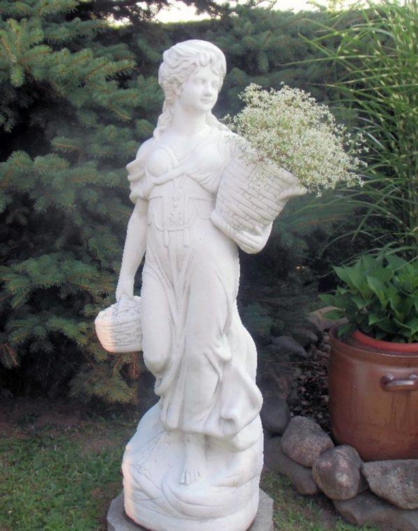 "Античная скульптура ""Девушка с двумя корзинами"""