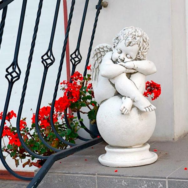 "Скульптура античная ""Спящий ангел на шаре"""