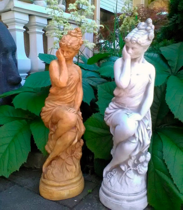 """Скульптура античная """"Девушка, сидящая на камне"""""""