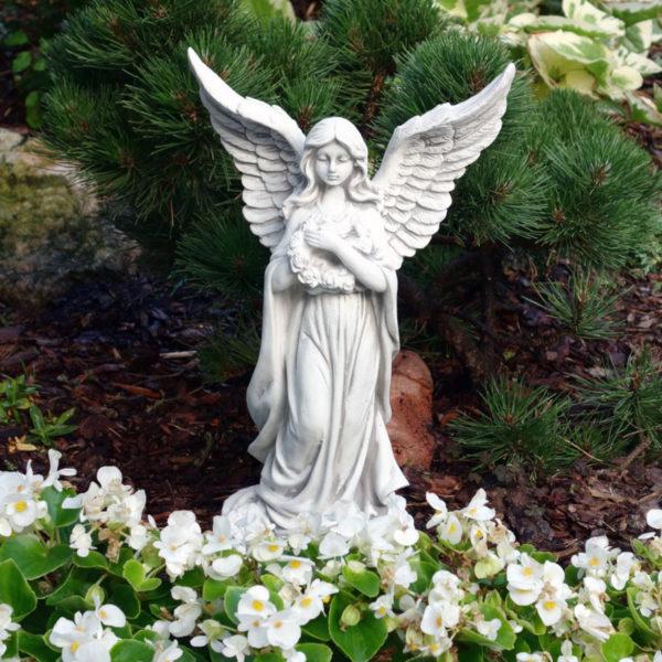 """Скульптура ангела """"Девушка с венком"""""""