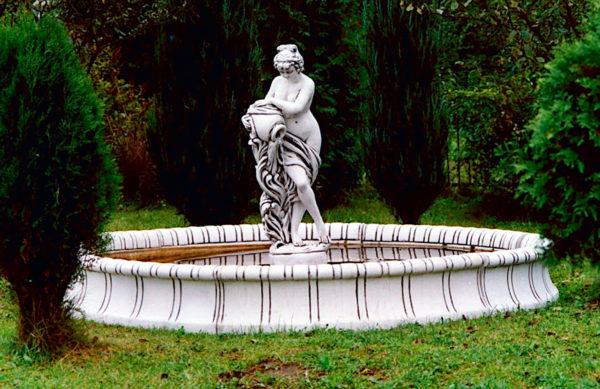 """Скульптура античная """"Девушка с кувшином"""""""