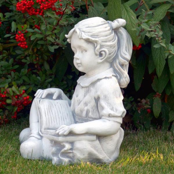 """Скульптура """"Девочка с книгой"""""""