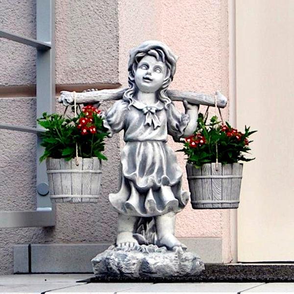 """Скульптура """"Девочка с коромыслом"""""""