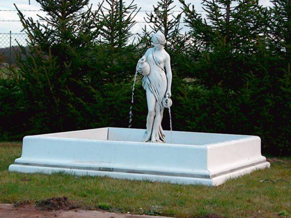 """Античная скульптура """"Девушка с кувшинами воды"""""""