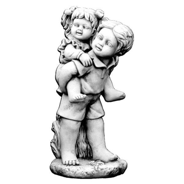 """Скульптура """"Мальчик несёт девочку"""""""