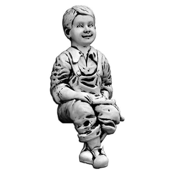 """Скульптура """"Мальчик, сидящий в комбинезоне"""""""