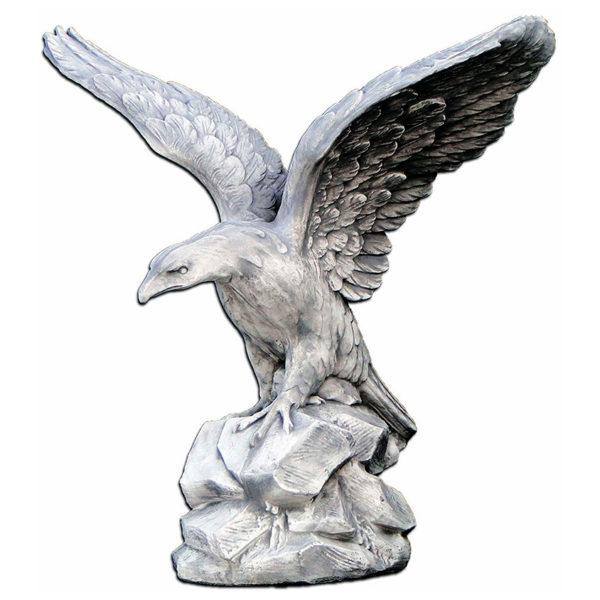 """Скульптура """"Орёл на скале"""""""