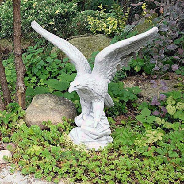 "Скульптура ""Парящий орёл"""