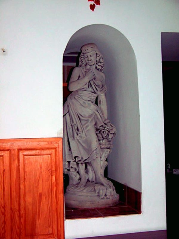 "Скульптура античная ""Девушка с цветами"""