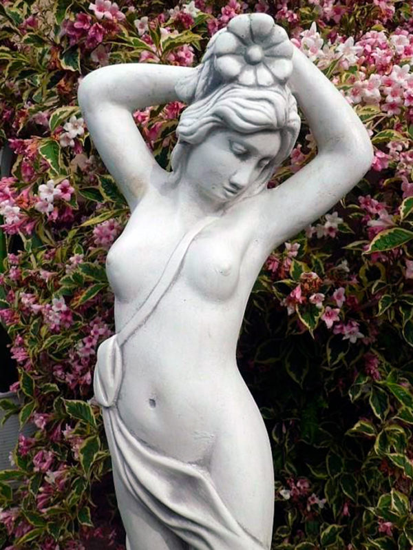"Скульптура ""Девушка с цветком на голове"""