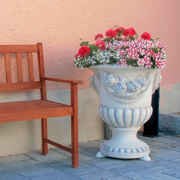 Вазон современный с розами